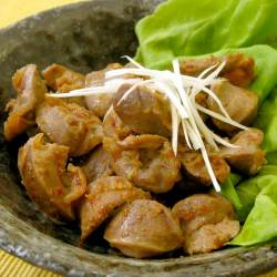 赤唐辛子にんにくを使った砂肝のガーリック炒め